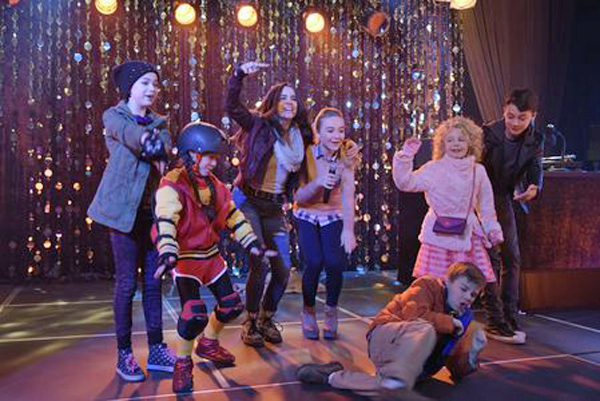 """Disney Channel"" Photo of the cast from Adventures in Babysitting"