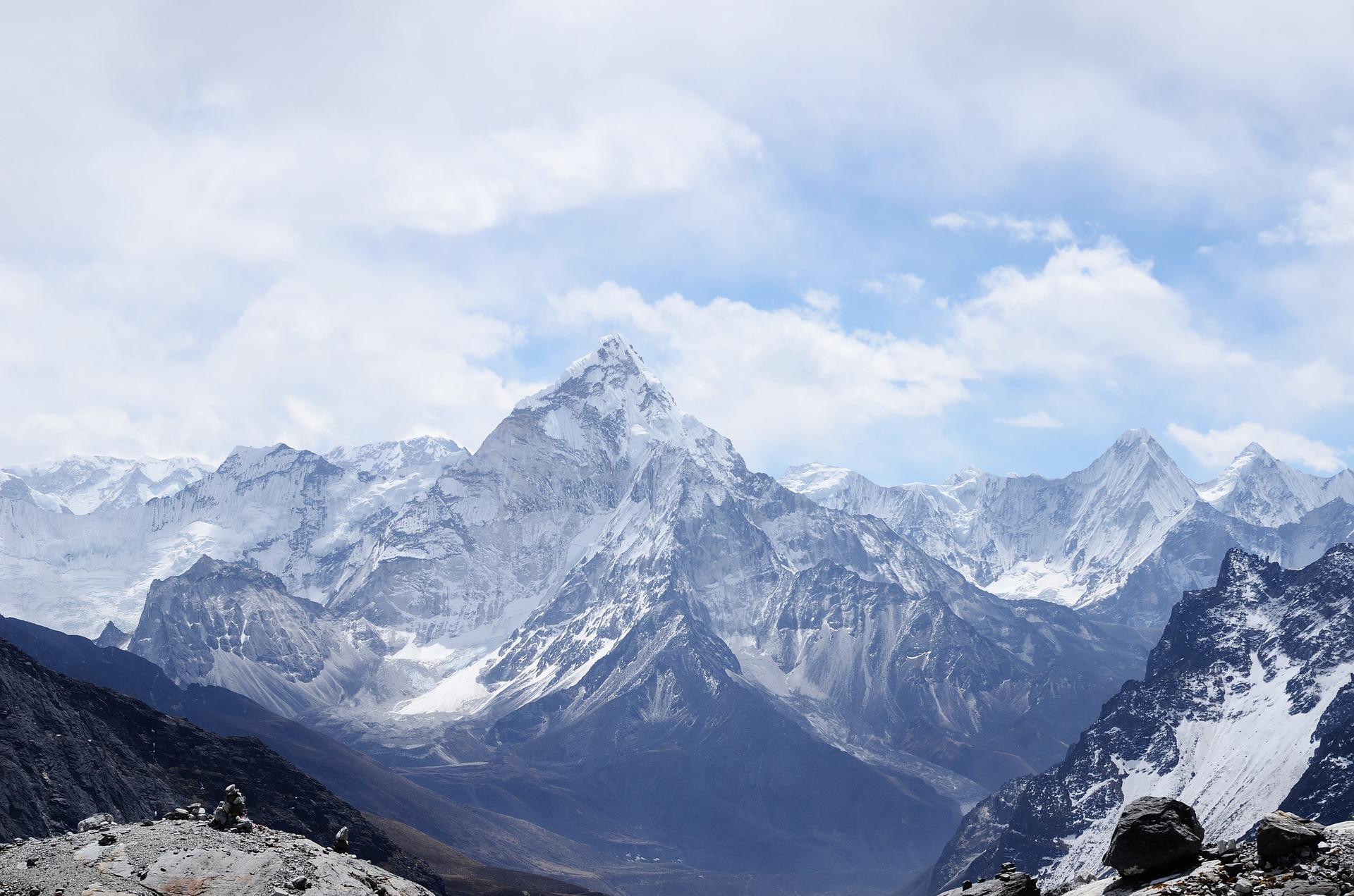 mountain-1209497_1920