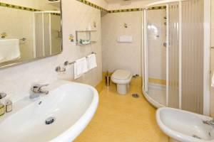 Hotel Trieste bathroom