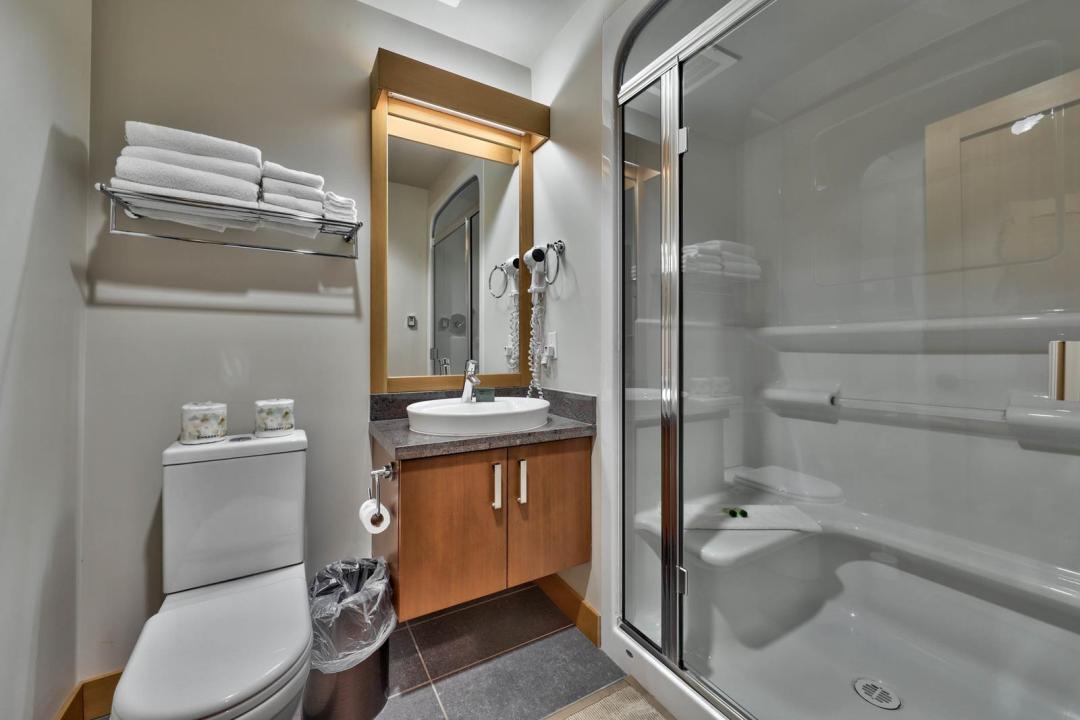 Kookaburra Lodge 1 Bedroom Unit #202 BATH