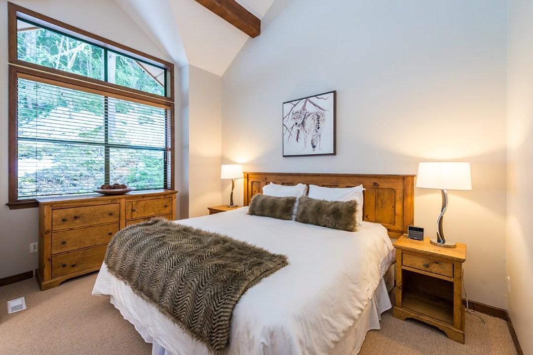 25 Northern Lights Whistler Bedroom