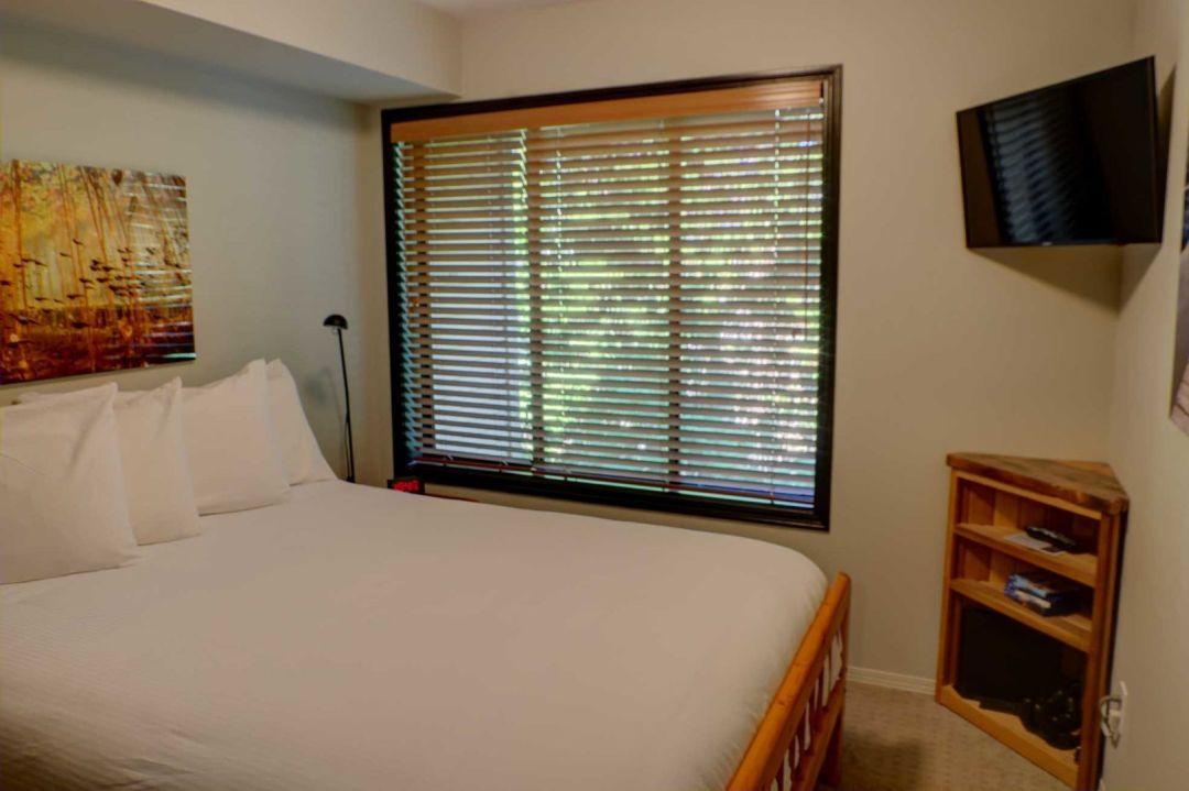 3 Bedroom Powderhorn Blackcomb Benchlands (6)
