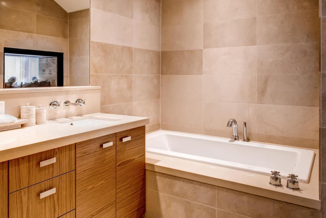 4 Bedroom Fitzsimmons Walk Whistler Luxury Rental (53)