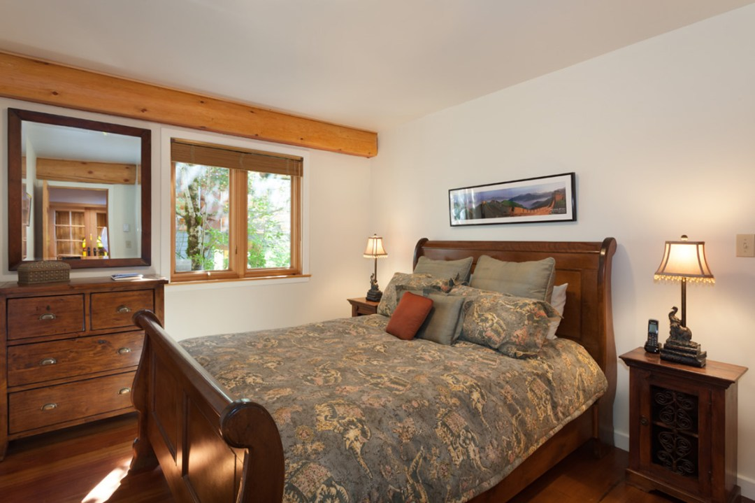 4 Bedroom Snowridge Rental Ski In Ski Out (14)