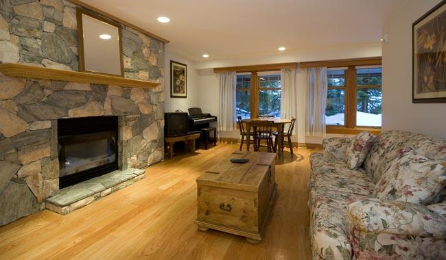 4941-Suite-Living-Area