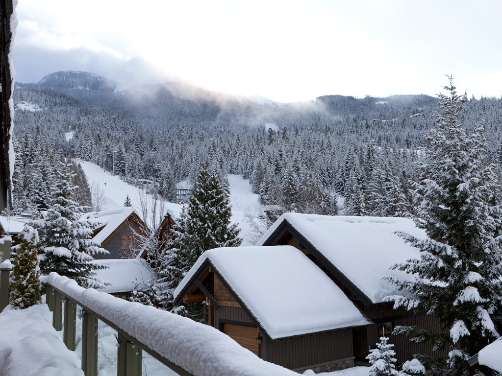 5 Bedroom Snowridge Whistler Ski In Ski Out (4)