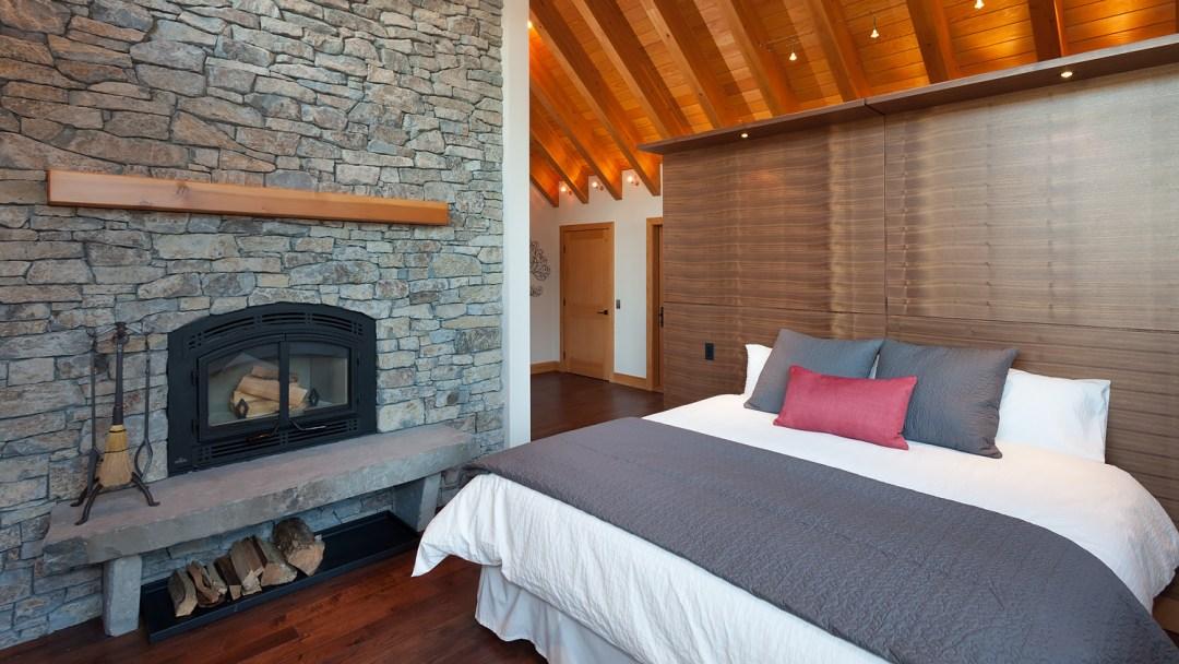 ALTA-LAKE--Master-bedroom-