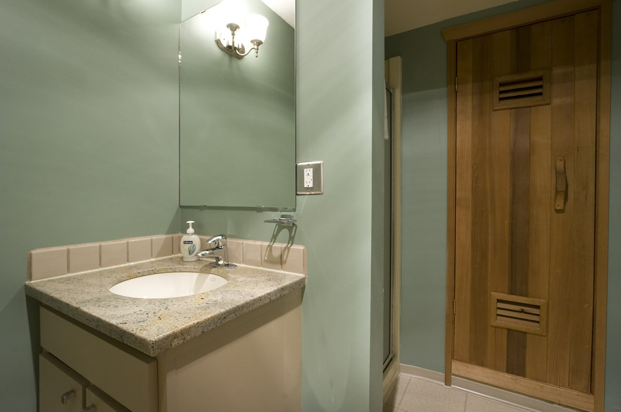 Whistler Village Accommodation - Telemark Bathroom