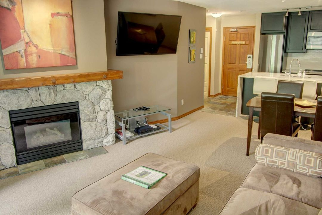 Aspens 1 Bedroom Unit 204 LR5