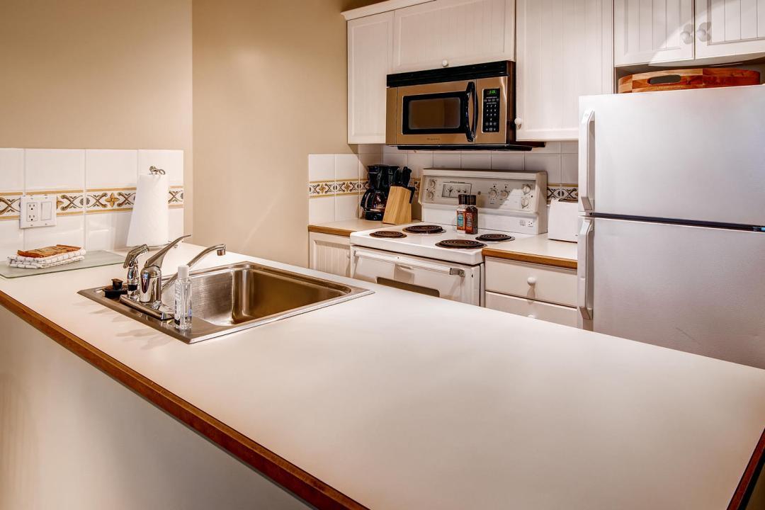 Aspens 1 Bedroom Unit 215 KIT