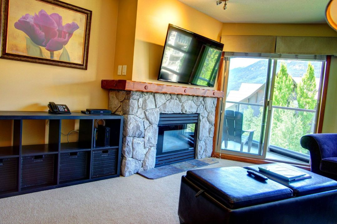 Aspens 1 Bedroom Unit 461 LR2