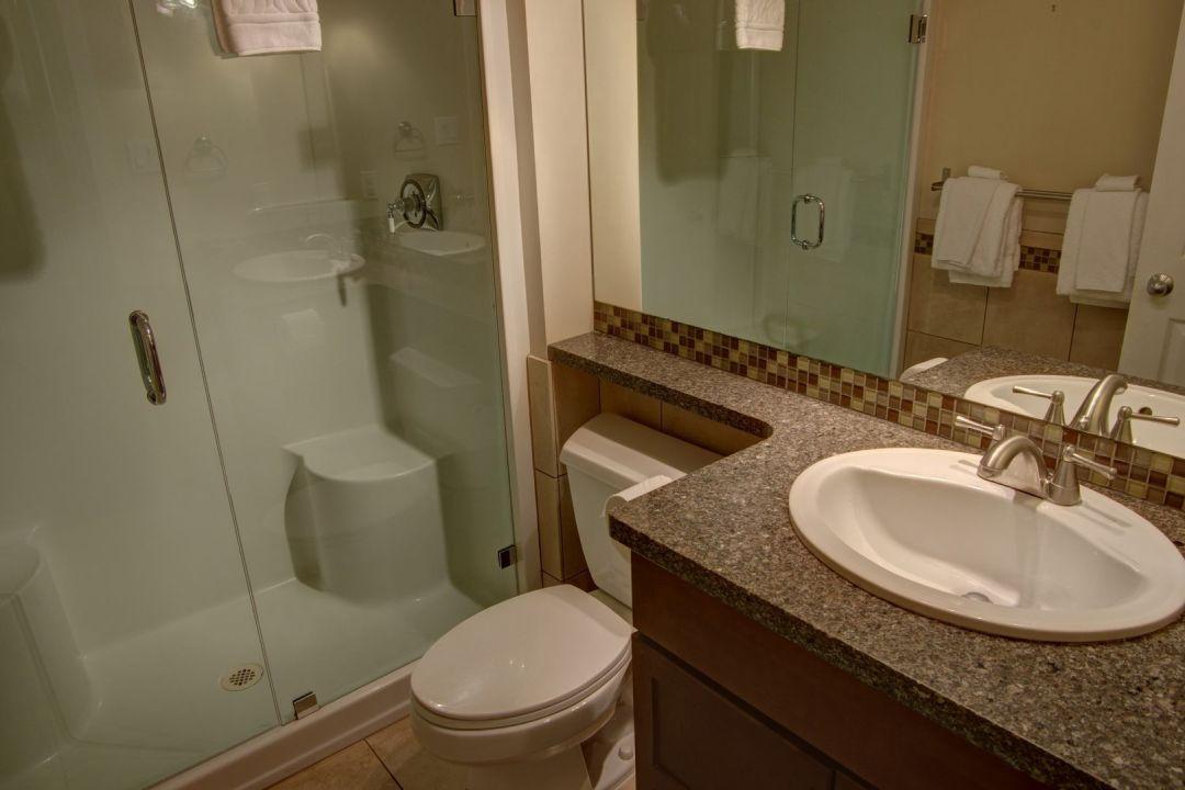 Aspens 2 Bedroom Unit 220 BATH2