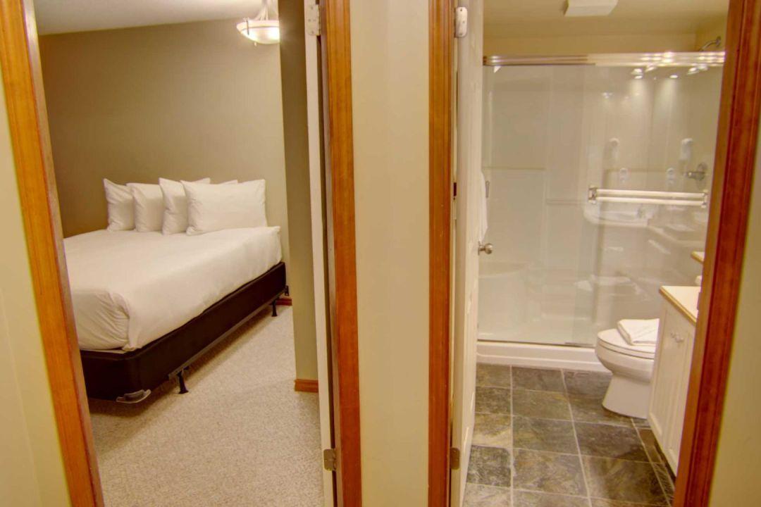 Aspens 2 Bedroom Unit 227 HALL3