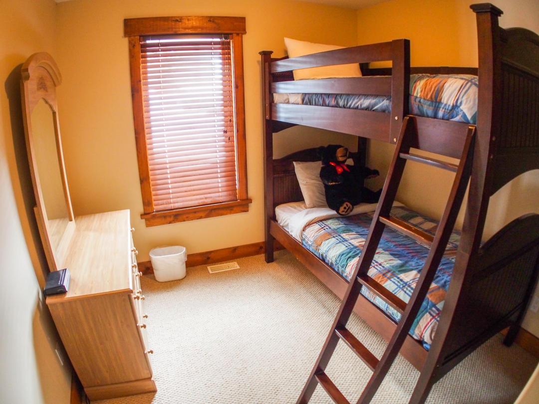 Fairways Cabin 4 Bedroom Unit #12 BR