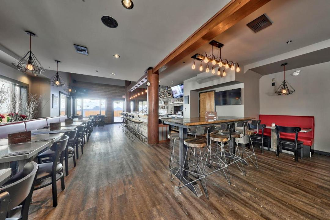 Cahilty Hotel & Suites - Bar