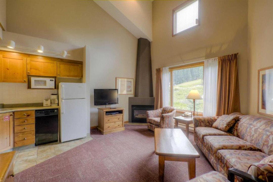 Cahilty Hotel & Suites Studio Loft Suite LR