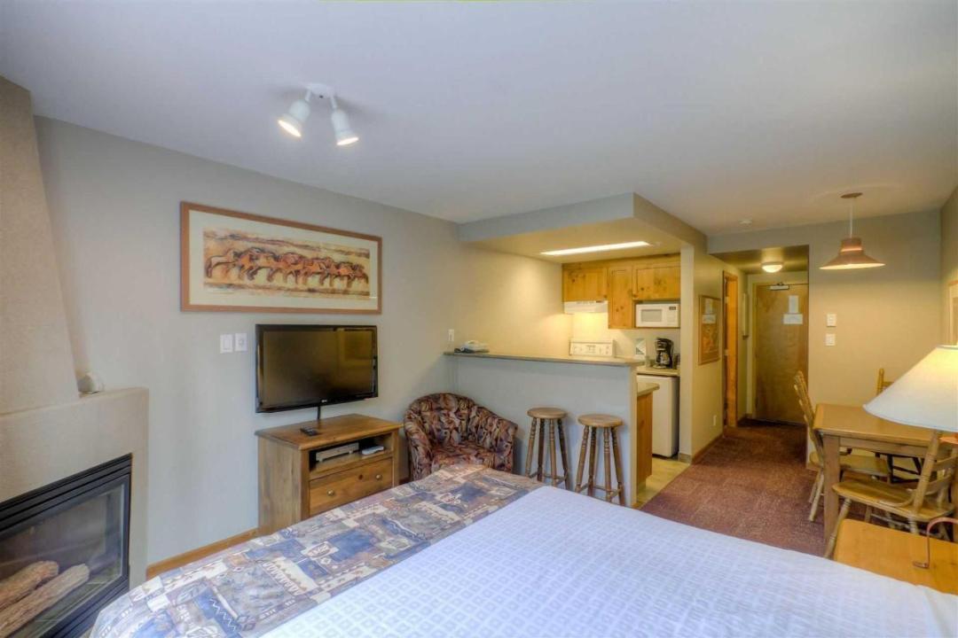 Cahilty Hotel & Suites Studio Full Kitchen Kit