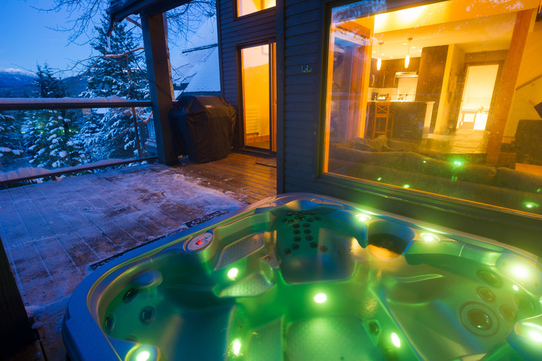 Cedar Ridge Whistler Ski In Ski Out Hot Tub View