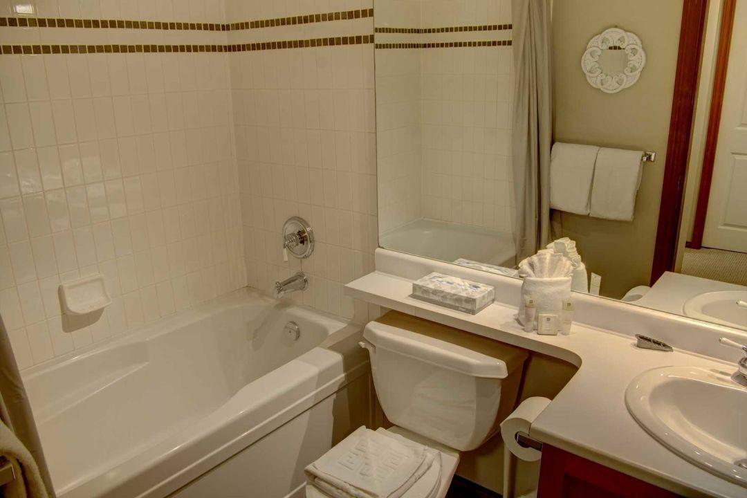 Glacier's Reach 1 Bedroom Unit 101 BATH