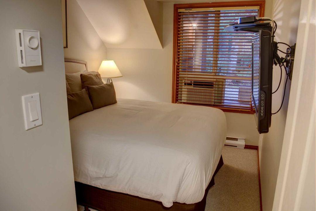 Glacier's Reach 1 Bedroom Unit 101 BR2