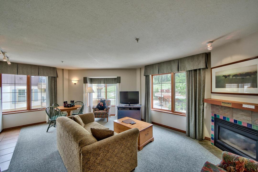 Hearthstone Lodge 1 Bedroom LR