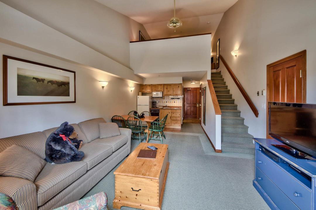 Hearthstone Lodge Lofted Studio Family Suite LR