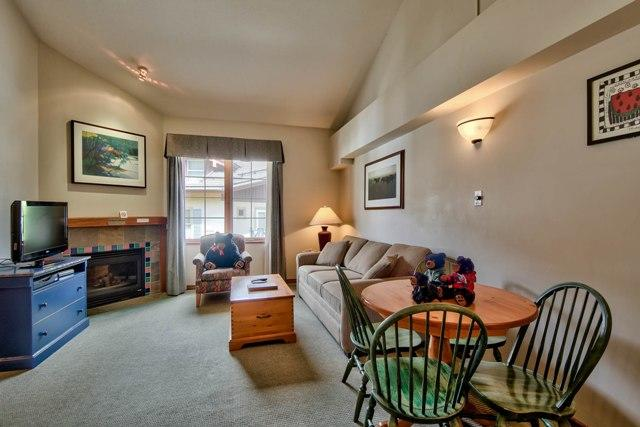 Hearthstone Lodge Lofted Studio King LR2