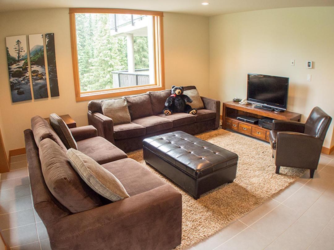 Kookaburra Lodge 3 Bedroom Unit #302 LR