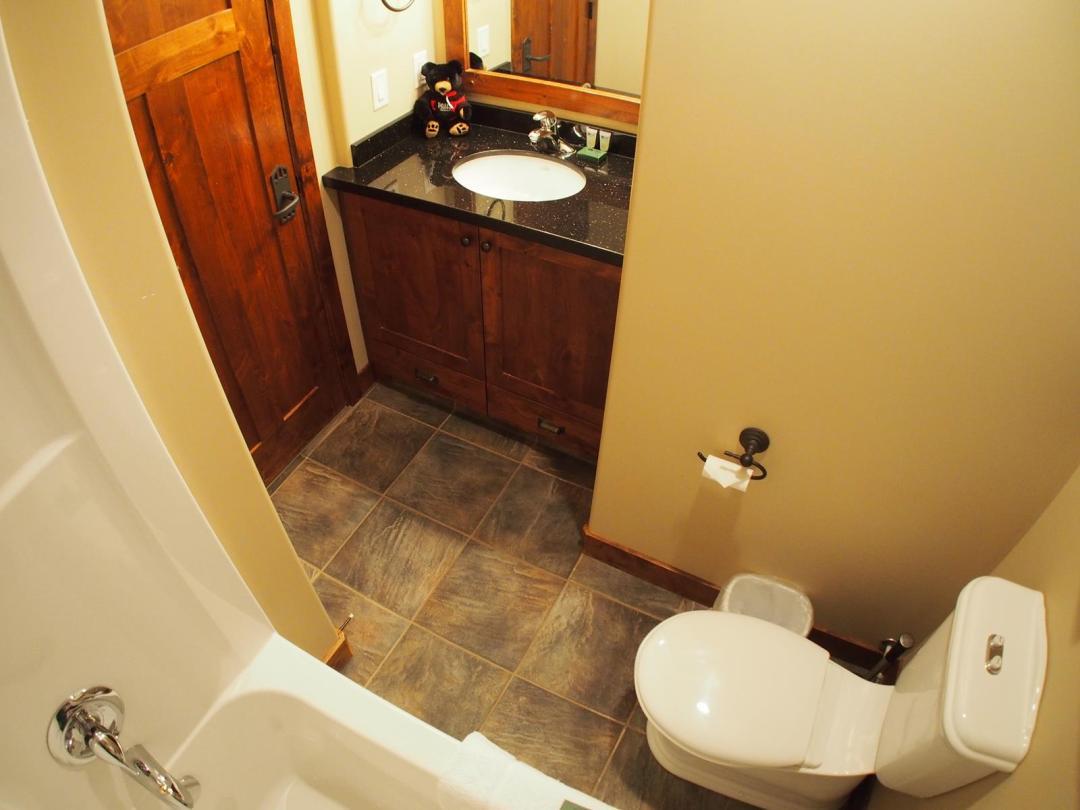Woodhaven 4 Bedroom + Den Unit #36 BATH