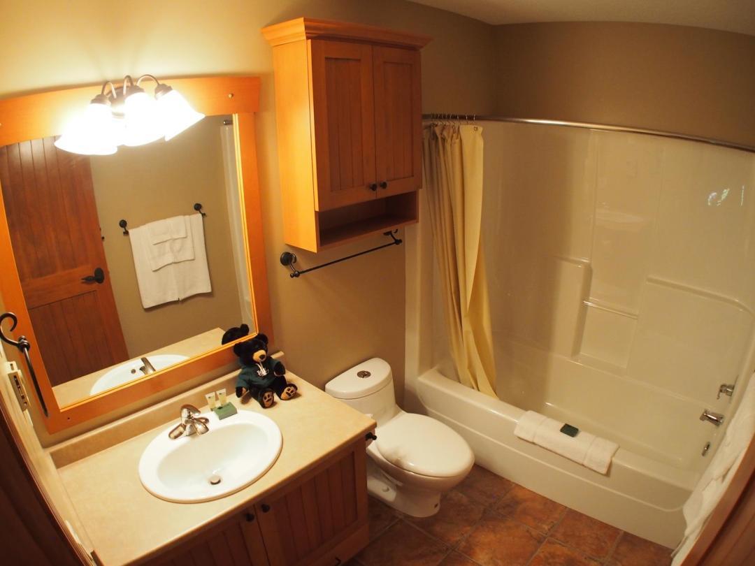 Trail's Edge 3 Bedroom + Den Unit #52 BATH