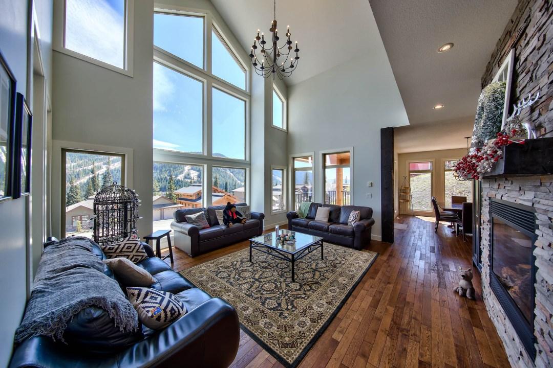 Peaks Retreat & Suite 5 Bedroom LR