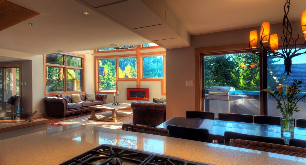 Whistler 5 Bedroom Ski In Ski Out Luxury Home (10)