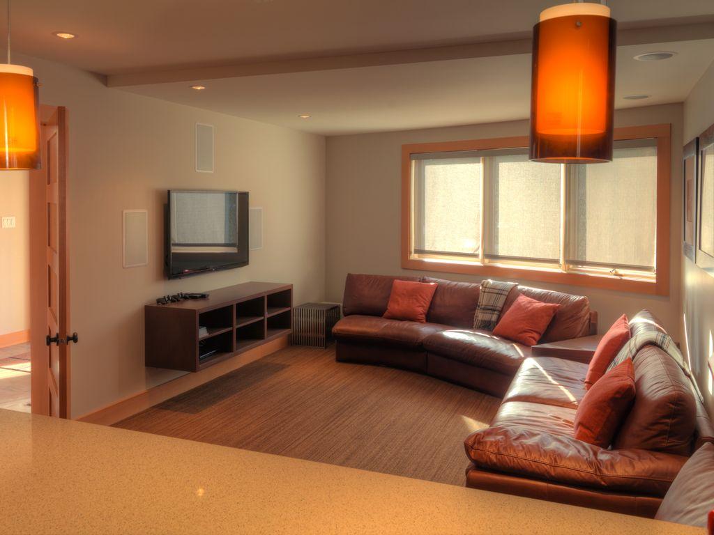 Whistler 5 Bedroom Ski In Ski Out Luxury Home (11)