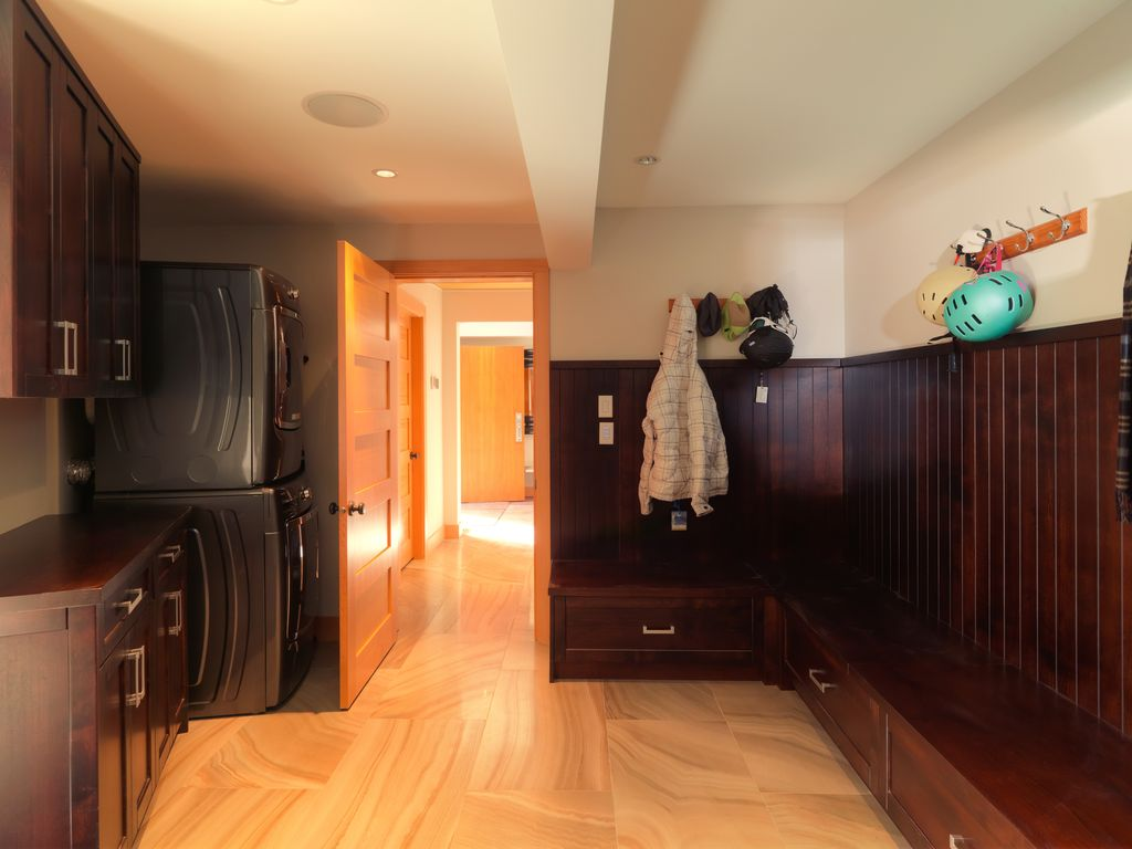 Whistler 5 Bedroom Ski In Ski Out Luxury Home (12)