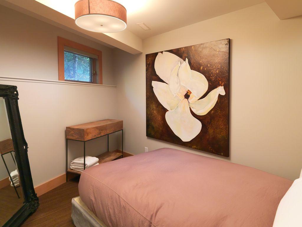 Whistler 5 Bedroom Ski In Ski Out Luxury Home (5)