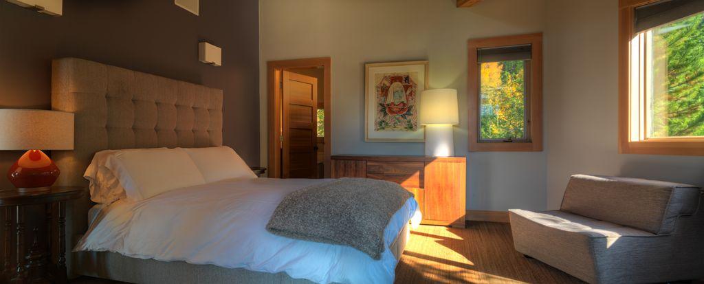 Whistler 5 Bedroom Ski In Ski Out Luxury Home (7)