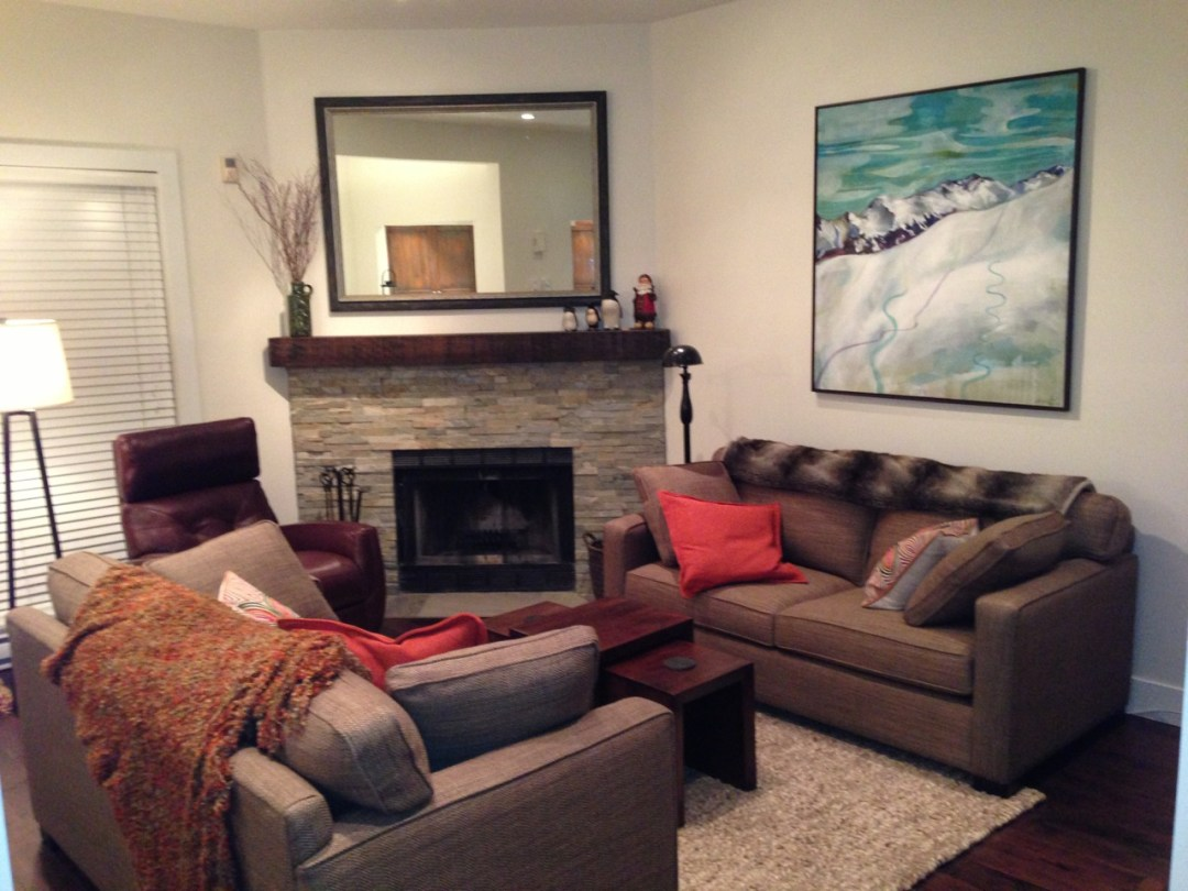 whistler-accommodatio-crystal-ridge-13-living