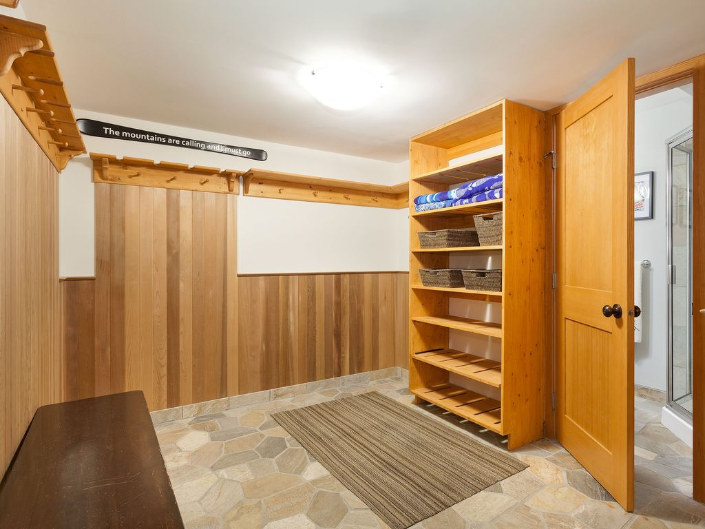 Whistler Lakeside Rental Home (10)