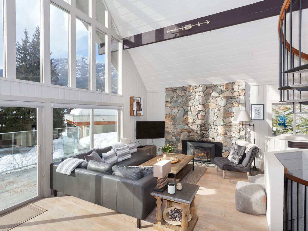 Whistler Lakeside Rental Home (11)