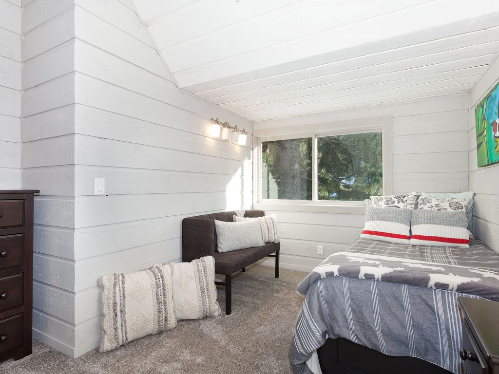 Whistler Lakeside Rental Home (2)