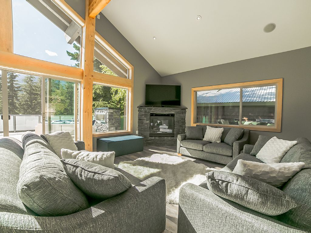 Whistler Luxury Chalet Rental (1)