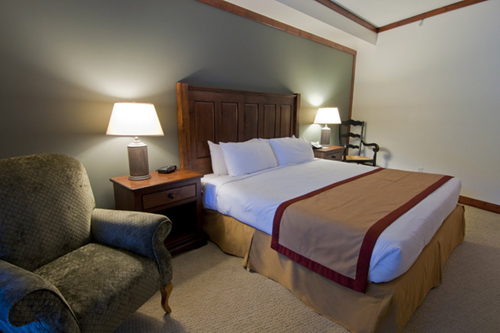 Whistler Luxury Hotel Ski In Ski Out First Tracks Lodge Master Bedroom