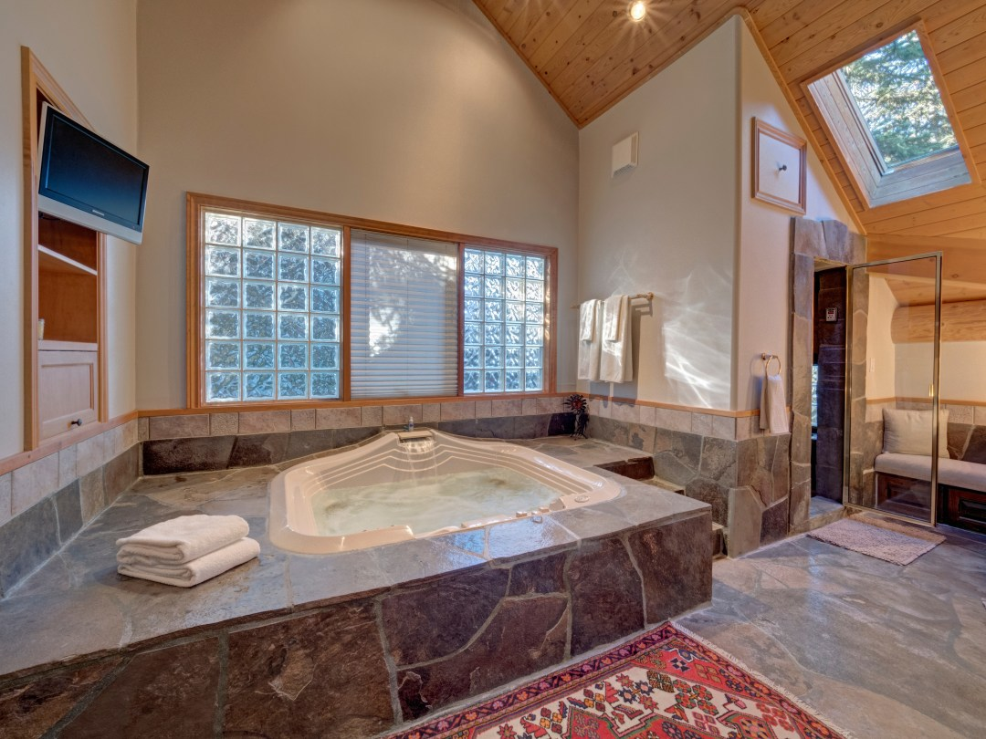 Whistler Luxury Ski In Ski Out 5 Bedroom Chalet Home (18)