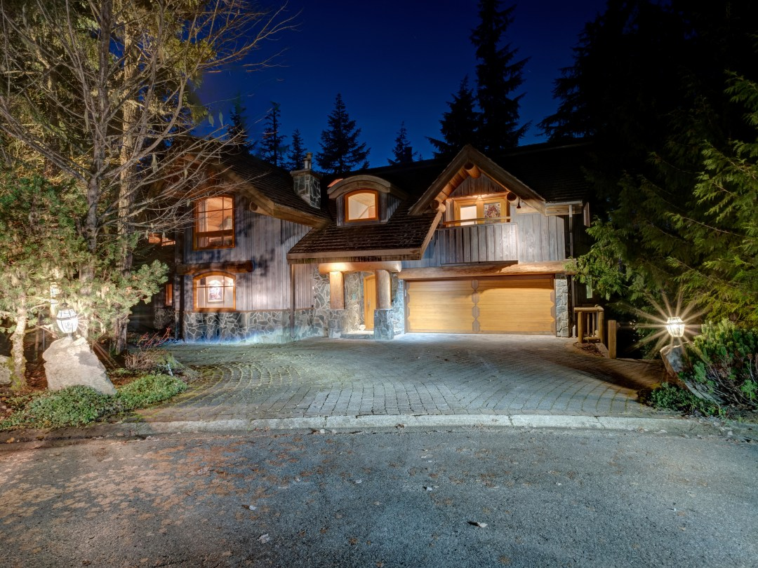 Whistler Luxury Ski In Ski Out 5 Bedroom Chalet Home (8)