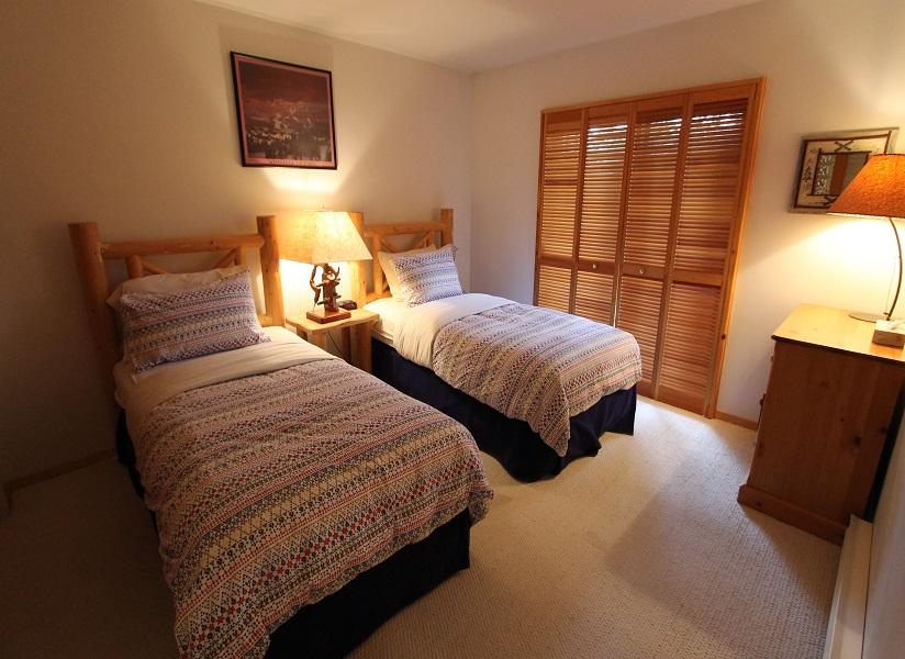 Whistler Pinnacle Ridge Ski In Ski Out Bedroom