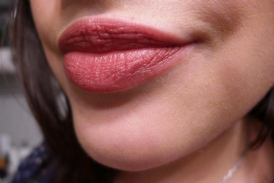 Laura Mercier Rouge Nouveau Weightless Lip Colour  - Myth Swatch
