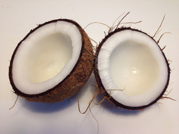 does coconut oil really help to lighten skin