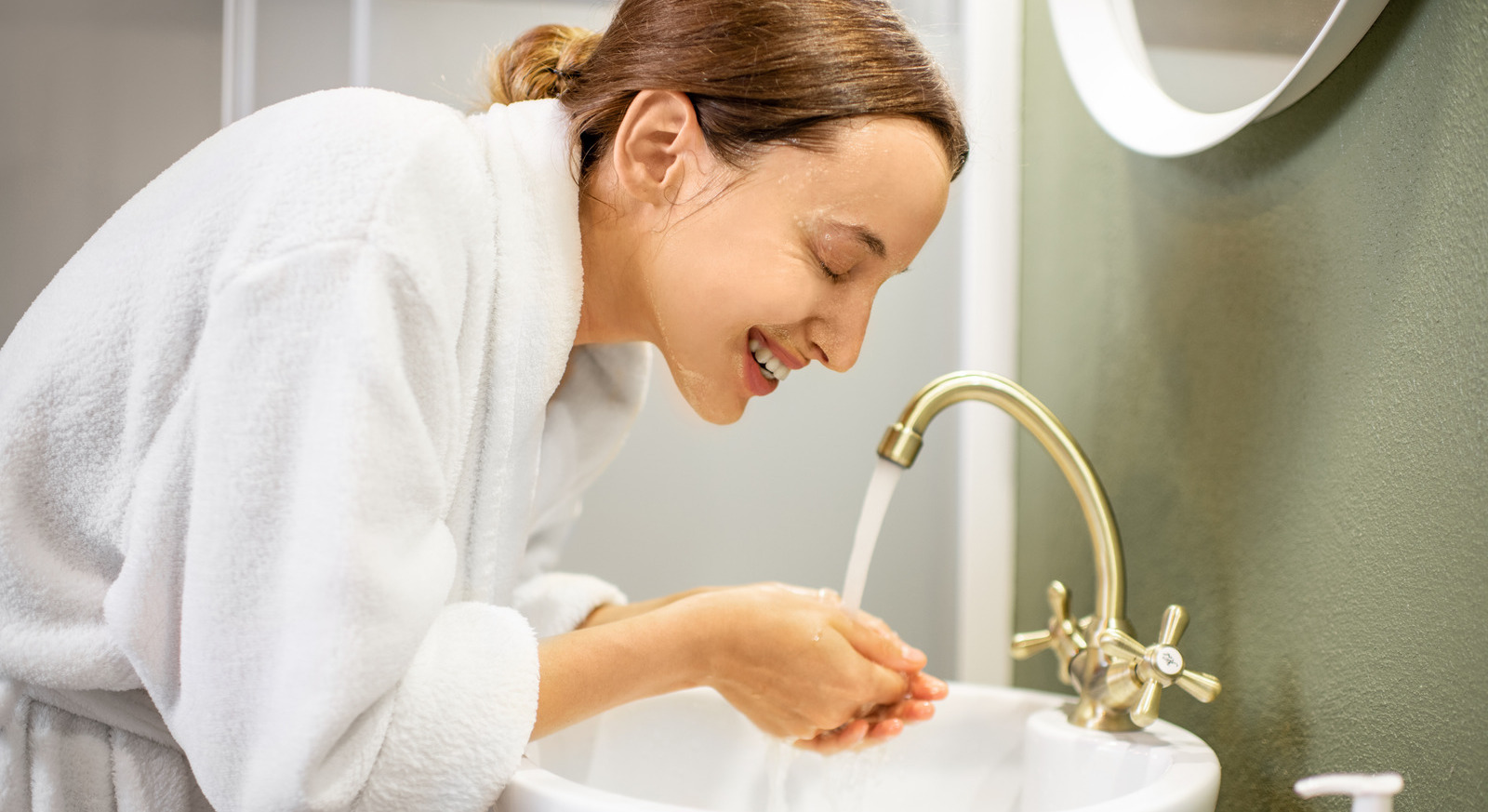 How to control oily skin_the best tips & ingredients to get rid of shine