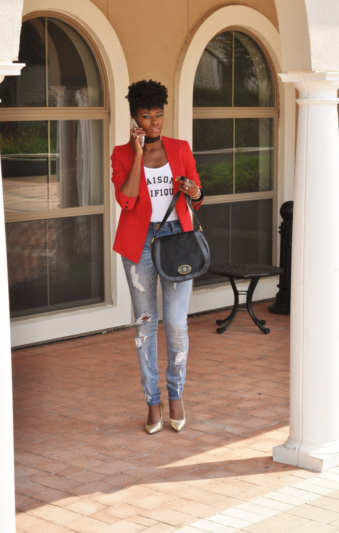 Maison Pacifique indeed. Lovely look on this beautiful lady.