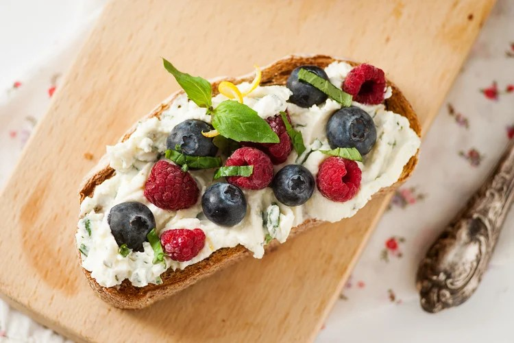 This sweet and creamy berries and basil cream cheese toast is the perfect easy breakfast!
